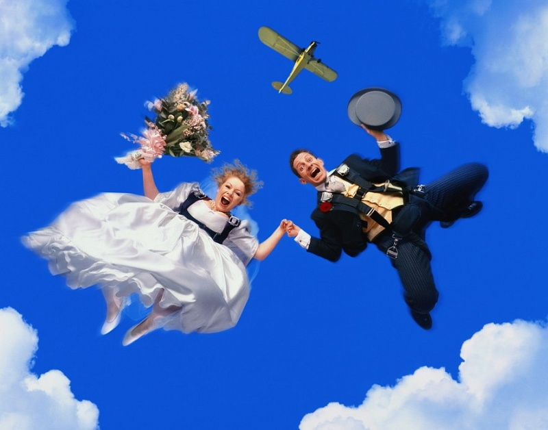 o-SKYDIVE-COUPLE-900 1.jpg