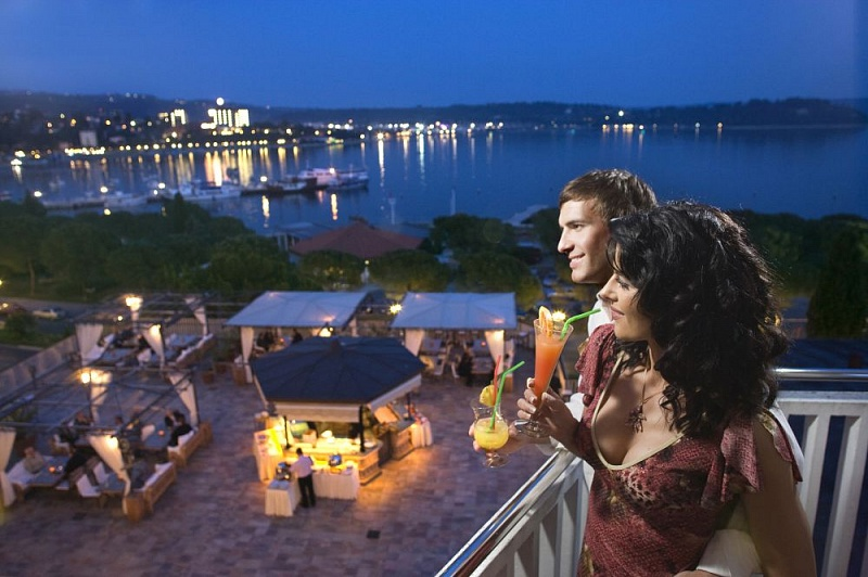 romantic-couple-terrace.jpg